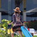 Jessica Alba – On the Beach in Mexico - 454 x 635