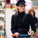 Michelle Hunziker – Shopping at the supermarket in Milan - 454 x 677
