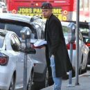 Evan Ross stops to pick up some lunch to go in Sherman Oaks, California on December 19, 2014 - 454 x 568