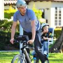 Josh Duhamel is spotted enjoying a bicycle ride with his growing son Axl on January 8, 2016 in Brentwood - 419 x 600