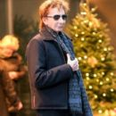 Barry Manilow seen leaving his hotel in New York City, New York on December 16, 2014 - 396 x 594