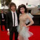 Grammys 2013: Singer Wins Best Alternative Music Album, Best Pop Duo/Group Performance - 454 x 589