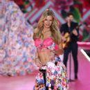 Nadine Leopold – 2018 Victoria's Secret Fashion Show Runway in NY - 454 x 755