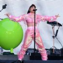 Charli XCX – Performs at Taylor Swift's 'Reputation' Tour in London - 454 x 454