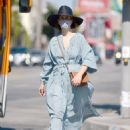 Sarah Paulson – Looks stylish while out for a day of furniture shopping in Los Angeles - 454 x 579
