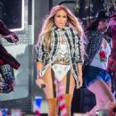 Jennifer Lopez – 4th Of July Performance in New York - 454 x 667