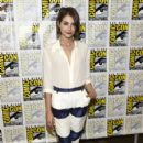 Willa Holland– Comic-Con International 2016 - 'Arrow' Press Line - 421 x 600