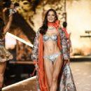 Barbara Fialho – 2018 Victoria's Secret Fashion Show Runway in NY - 454 x 681
