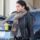 Selena out for lunch with friends in Studio City, California October 29,2014