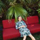 Renée Zellweger - Vogue Magazine Pictorial [United Kingdom] (July 2016) - 454 x 681