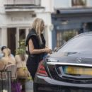 Kate Moss – Lunch with friends out in London's Notting Hill - 454 x 488