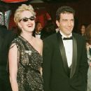 Melanie Griffith and Antonio Banderas At The 70th Annual Academy Awards (1998) - 223 x 340