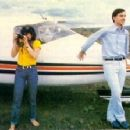 Linda Ronstadt and Jerry Brown - 275 x 223