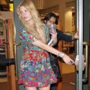 Mischa Barton - Shopping At Barnes And Nobles Bookstore, 25 February 2010