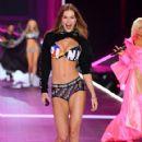 Victoria's Secret Show 2018 - 421 x 600
