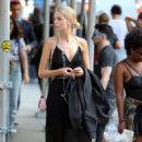 Daphne Groeneveld – Shopping at La Perla in New York - 454 x 711