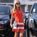 Paris Hilton stops by the Meche Salon in Beverly Hills, California on May 12, 2016 - 389 x 600