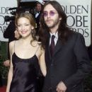 Kate Hudson and Chris Robinson attends the 58th Annual Golden Globe Awards (January 21, 2001) - 454 x 535