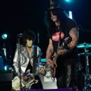 Joan Jett and Slash performance together at the 2014 Gibson Brands AP Music Awards at the Rock and Roll Hall of Fame and Museum on July 21, 2014 in Cleveland, Ohio - 454 x 338