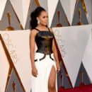 Kerry Washington At The 88th Annual Academy Awards - Arrivals (2016) - 399 x 600