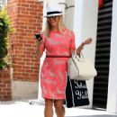Reese Witherspoon is all smiles while leaving her office in Beverly Hills, California on July 12, 2016 - 442 x 600