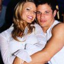 Jessica Simpson and Nick Lachey - 454 x 690