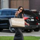 Jordana Brewster Is Seen Out Shopping With Friends - 450 x 600