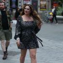 Kelly Brook sin Silver Mini Dress – Out in London
