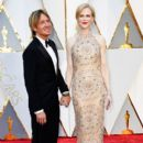 Keith Urban and Nicole Kidman At The 89th Annual Academy Awards - Arrivals (2017) - 400 x 600