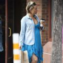Kate Hudson in Blue Dress – Shopping in Aspen