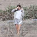 Miley Cyrus at the beach in Malibu - 454 x 539