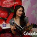 kareena kapoor at cocoberry - 454 x 303