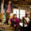 BTS: Jon Chu (in b.g.), (L-R) Adam Sevani, Rick Malambri, Sharni Vinson, Dondraico Johnson, Adam Shankman. Ph: K.C. Bailey ©2010 Summit Entertainment, LLC. All rights reserved. - 454 x 303