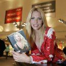 "Sonya Kraus - Reads From Her Book ""Baustelle Body: Sonya?s Secrets"" 2009-10-21"