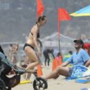 Helen Hunt in Black Bikini in Santa Monica - 454 x 303