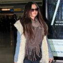 Selena Gomez makes her way through the airport at JFK in New York City. January 18, 2012 - 408 x 594