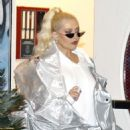 Christina Aguilera – Out in Los Angeles - 454 x 550