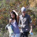 Selena Gomez and Justin Bieber having a picnic at Griffith Park (April 4)