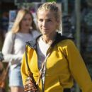 Elsa Pataky steps out on a shopping trip in Byron Bay - 454 x 711