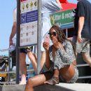 Venus Williams at Bondi Beach in Sydney - 454 x 681