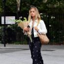 Amelia Windsor – Pictured with bouquet of flowers while out in London - 454 x 590