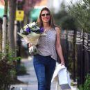 Elizabeth Hurley – Shopping in London - 454 x 656