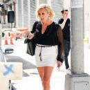 Jane Krakowski – Out and about in New York City - 454 x 662