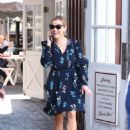 Reese Witherspoon at Brentwood Country Mart