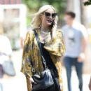 Ashlee Simpson – Shopping candids at Urban Outfitters in Los Angeles - 454 x 869