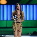 Cynthia Olavarría- 'Premios Tu Mundo' Awards 2015 - 399 x 600