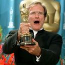 Robin Williams At The 70th Annual Academy Awards (1998) - Press Room - 343 x 429