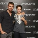 Shailene Woodley and Theo James - 454 x 303