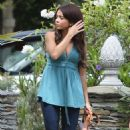Sarah Hyland – On set for the final season of 'Modern Family' in Los Angeles
