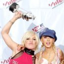 Pink and Christina Aguillera At The MTV Video Music Awards 2001 - 454 x 589